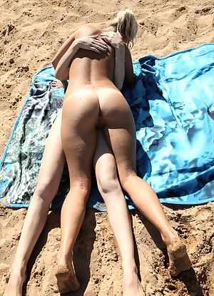 Lesbian Beach Porn Pictures