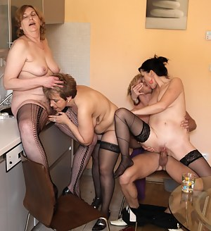 Lesbian Cowgirl Porn Pictures